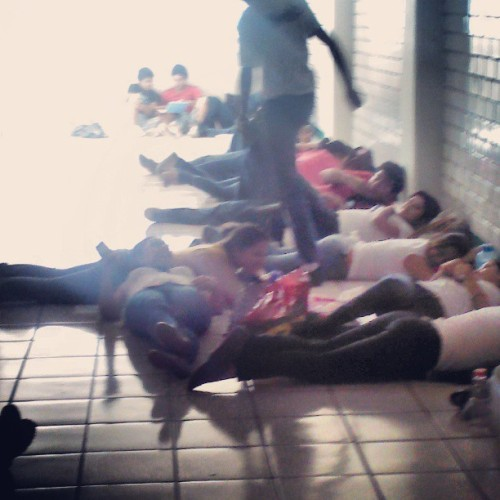 El futuro de Mexico #hot #calor #instarandom #students #layingdown #mexico #university  (at Av Universidad)
