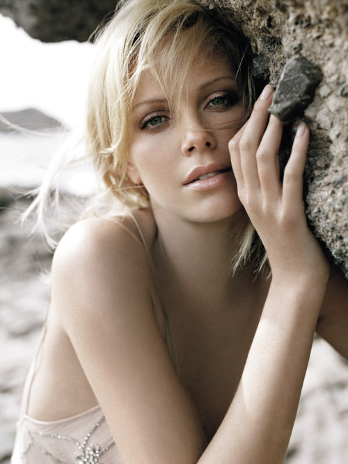 bohemea:  Charlize Theron by Ruven Afanador
