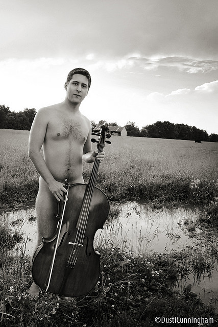 musicandnude:  Cello in the fields unbenannt by DiabloDivine on Flickr.