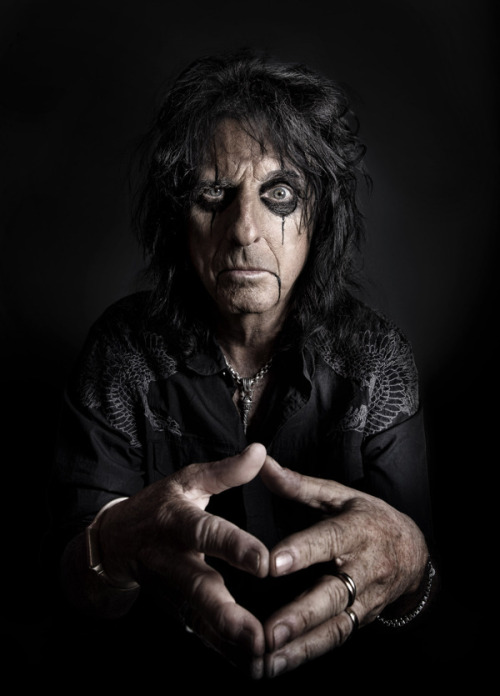 Mike CampauIntrospection: Alice Cooper, Jeff Dunham, Verne Troyer, Cedric the Entertainer, Danny Trejo