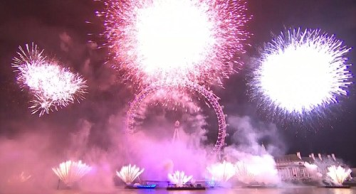Happy new year…..Britain's amazing firework display welcomes 2013 :)