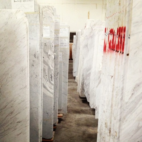 That's a lot of rich people in Singapore. #white #marble #grain #slab (at Sungei Kadut)