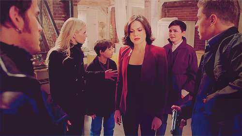 frivolouswhim:  Can we just talk about her face? And how she's standing in the middle of all this, figuratively and literally, because this is largely her fault and her life and they are all busy getting ready to act…. and for her, this is the moment she decides she is going to die.