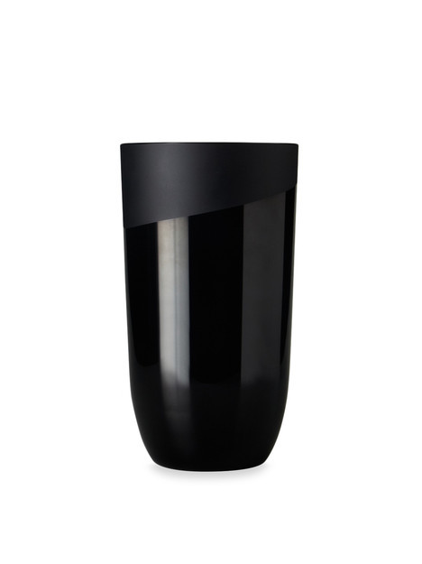 designbinge:  Absolute Black Medium Vase from Gilt