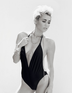 dev1ls-and-dust:  tinarriffic:  do me  fuckin a miley