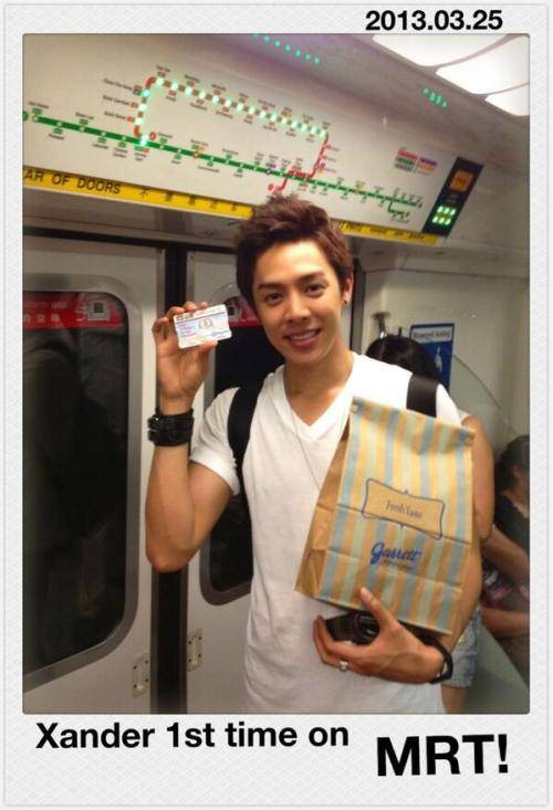 First time taking the subway in Singapore! To where?? To ION mall again~ :P