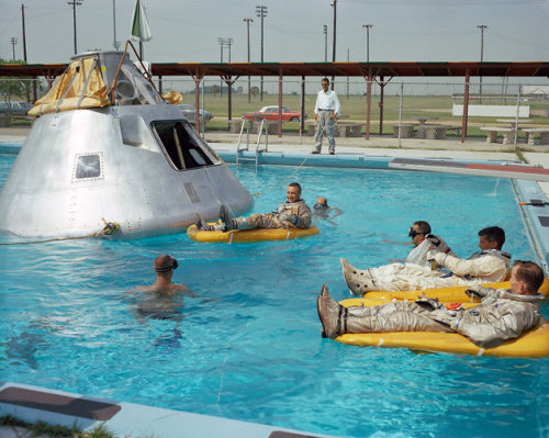 Prime crew for the Apollo VII mission practice water egress procedures with full-scale boilerplate model of their spacecraft. In the water at right is Astronaut Edward H. White foreground and Astronaut Roger B. Chaffee. In raft near the spacecraft is Astronaut Virgil I. Grissom. NASA swimmers are in the water to assist in the practice session that took place at Ellington AFB, near the Manned Spacecraft Center, Houston. (vía 16 | From NASA's Archives, 50 Amazing Photos Of The Apollo Moon Missions | Co.Design: business innovation design)