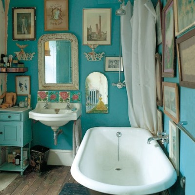 Vintage, blue bathroom, from Volang.