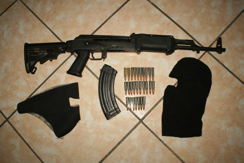 vie-en-vrac:  east atlanta's finest  eww, I don't even think that handguard is on right. Man if real Gangsters from the 20's and 30's could see what it has become, they would laugh their asses  off.