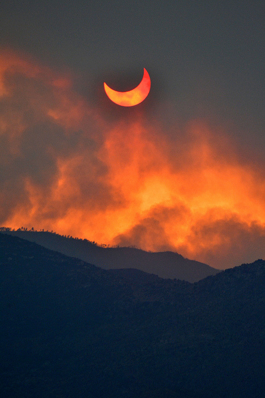 vurtual:  Annular eclipse seen through smoke from the Arizona wild fires (by lissagwen)