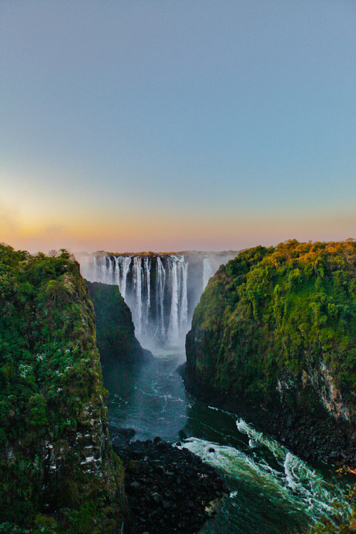 senerii:  Victoria Fall's - Zimbabwe by lostin4tune on Flickr.