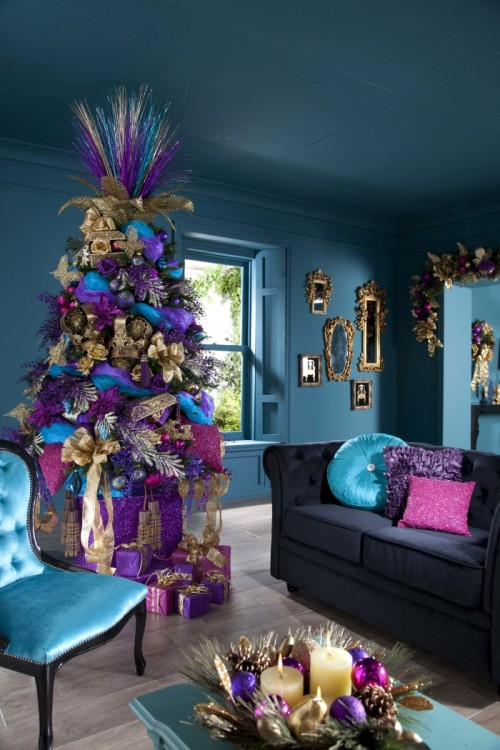 homedesigning:  (via Indoor Decor: Ways to make your home festive during the holidays)  I love it
