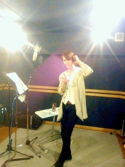 angel-kyousuke:  Mao today recording.  Via SeijiP