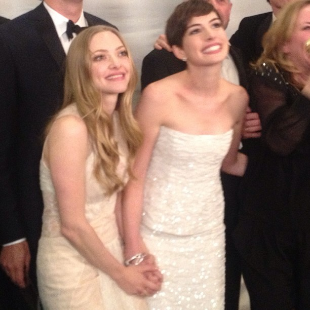 suicideblonde:  Amanda Seyfried and Anne Hathaway in the pressroom for Les Miserables at the Golden Globes
