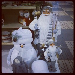 Estos para sustituir a los duendes del jardín en #navidad … Haha #christmas #decoration #xmas #figures #toys #items #snow #white #garden #ornaments #nice #children #present #december