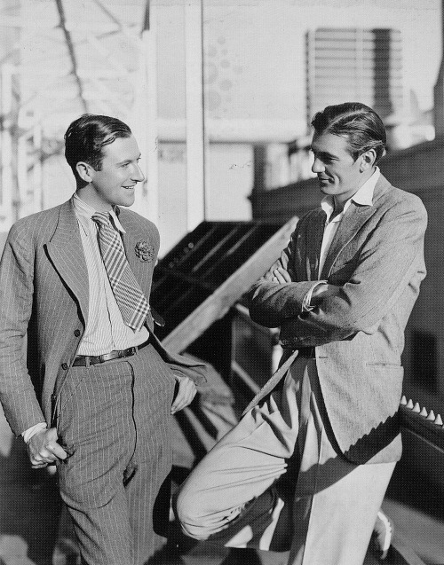 idlesuperstar:  Cecil Beaton and Gary Cooper hanging out on a back lot, 1930s