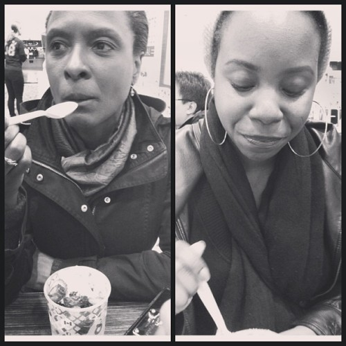 Me and mama enjoying froyo😘 #mom #froyo #qoola #blackandwhite #family #loveher #cute