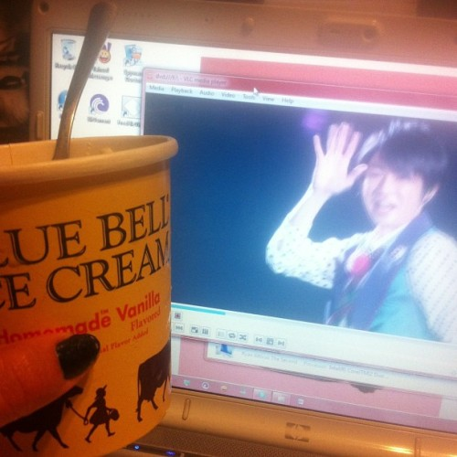 Ice cream and #Arashi ~!! #popcorn