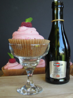 heckyeahvegancupcakes:  Raspberries and Sparkling Wine Cupcakes at Fork and Beans