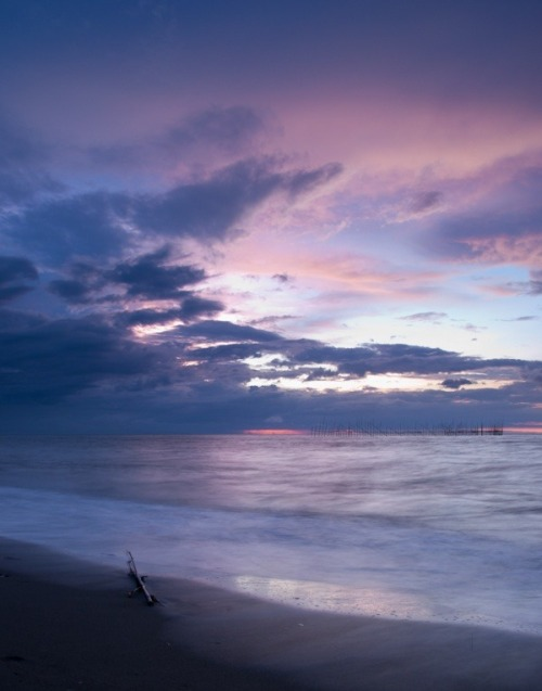 romeojuniorblog:  seascape series continuation. i have more pictures to share :) as soon as i am settled well here, i hope i can go out and capture landscape/seascape here in khobar. my friend here just bought a dslr and asked me if i can share some tips. yaiks.. i hope weeks from now i can take pictures and meet *photog hobbyists* here one of these days.. Inshallah.