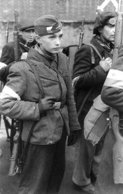house-of-romanov:  Warsaw uprising, 1944