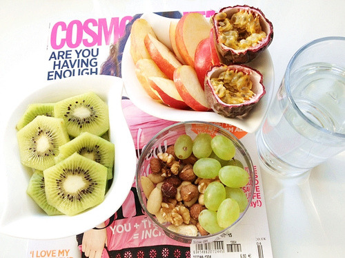 I know this is a healthy lunch and that's great but what Cosmo is that? Cuz I have that EXACT issue with Zooey Deschanel on the cover but those aren't the same articles lol