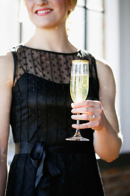 (via Sparkly New Year's Eve Party | theglitterguide.com)