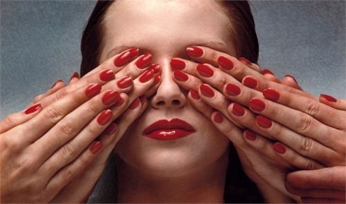 deliciousdimension:  Guy Bourdin