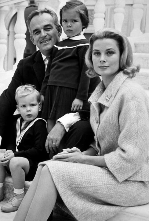 royalbabies:  Prince Rainier & Princess Grace of Monaco, with baby Albert and little Caroline.