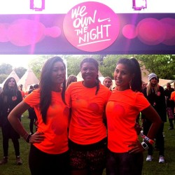 Just before the @nikeuk @elleuk #weownthenight 10k with my @foodandlycra sisters! #raceday #nike #nikerunning #wotn #elleuk (at Victoria Park)