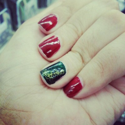 #hollyday #christmas #xmas #nails #manicure #poshe #green #red #decal #gold #O.P.I