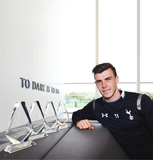 Gareth Bale with his awards from our Supporters Clubs and One Hotspur Disabled Supporters Association. +
