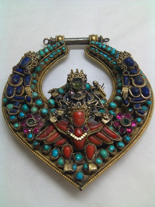 in-the-horniman:  This beautiful pendant has made our day! It is from Nepal, and depicts Vishnu riding the eagle Garuda in semi-precious stones. (object no. 1970.293)