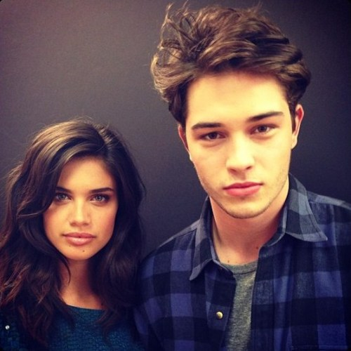 swiftingthrough:  chisco-lachowski:  Francisco Lachowski and Sara Sampaio  good looking people