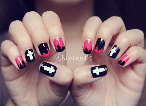Drips and Cross nailsPolishes used:-Salley Hansen - Black Out 28The Faceshop - Lovely Mix Nails WH002Tony Moly - Pink Neon NE03