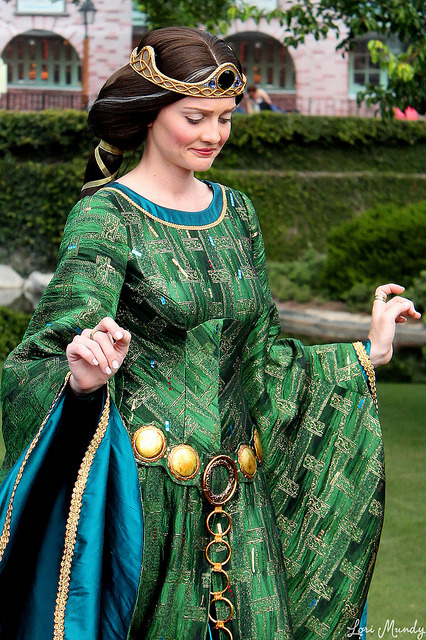 magicaldisneyworld:  Queen Elinor on Flickr.  I just can't get over the construction of this dress 0___________0  So perfect!!