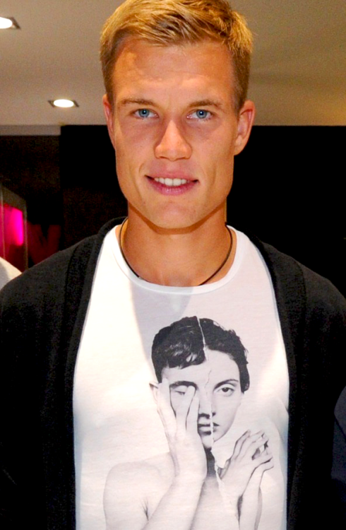 Vote Holger Badstuber for The 100 Sexiest Men Alive.