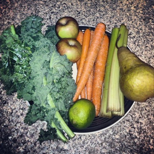 angie88xo:  About to make some yummy juice! A bunch of kale, 2 Fuji apples, 5 carrots, 3 celery stalks, 1 Anjou pear, & 1 lime.🌿🍎🌱 #juice #juicer #healthy #juicing #crazyjuicer #organic #cleaneating #fitness #eatclean #fit #jacklalanne💚💚