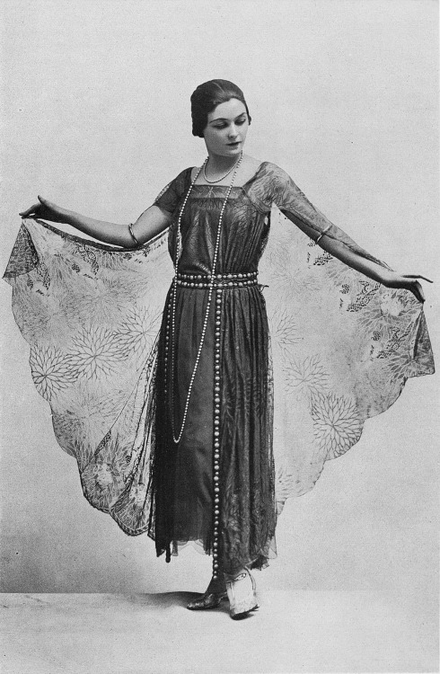 onceagarden:  'Ritz' dinner dress by Lucile, Les Modes January 1923