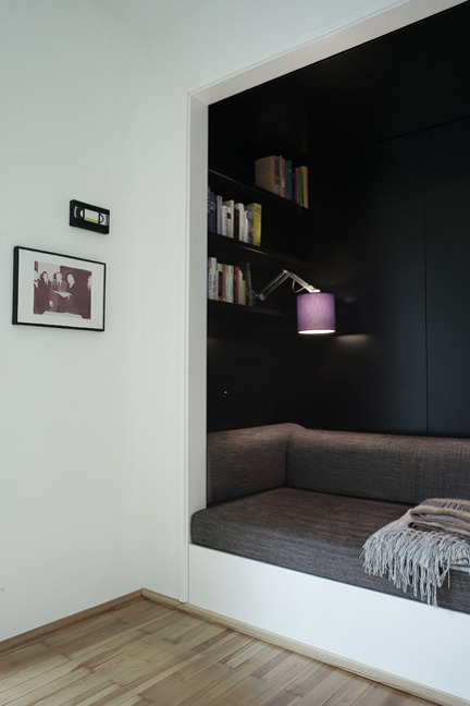 neat and cosy dark reading nook (via desire to inspire - Thomas Kröger)