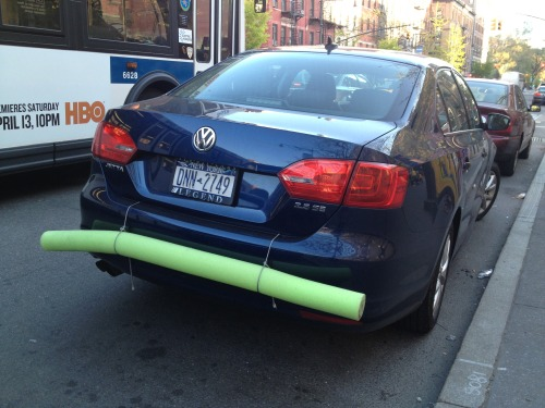 Most awesome off-label use of a pool noodle EVER.