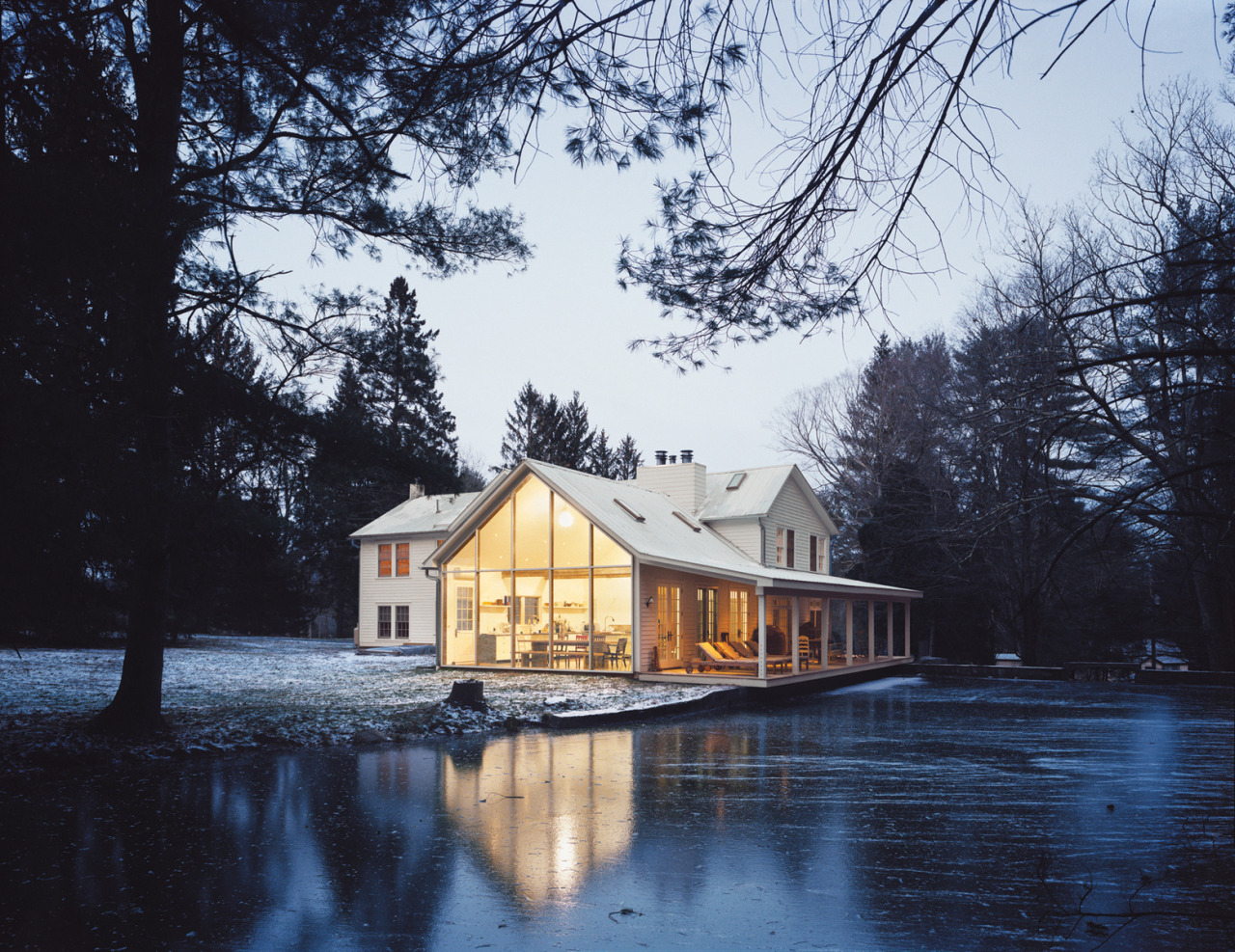letsbuildahome-fr:  The Floating Farmhouse in Eldred, New York. Restored by Givone Home. More photos.