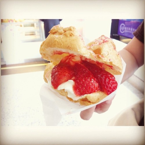 Kinda craving ~ #breakfast #Strawberry #creampuff #foodporn