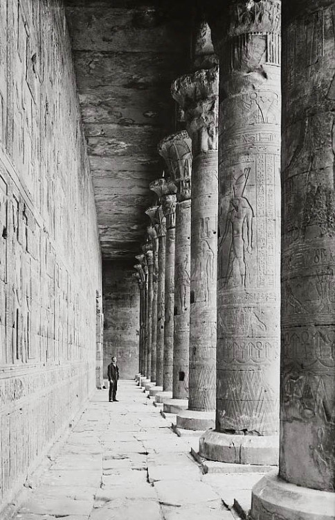 mediterraneum:   Colonnade in court showing carving on pillars. Temple of Horus. Edfu, Egypt. 1900-1920.