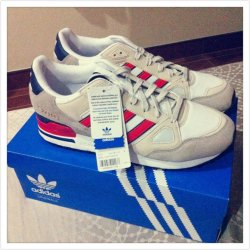 Just bought a new pair of sneakers.#streamzoo #Random #shoes(from @Neddypan on Streamzoo)