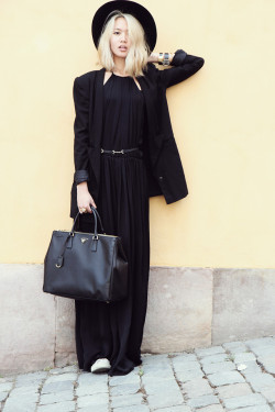 lookbookdotnu:  Black & Yellow (by Miu N)