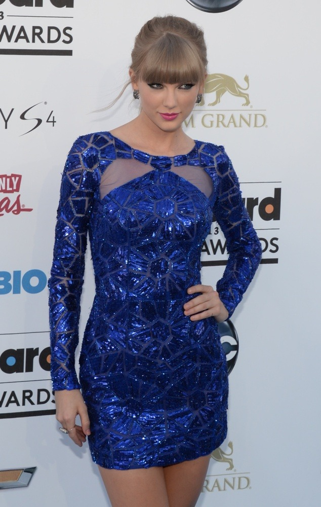 Taylor Swift in a chi Zuhair Murad royal blue garment!