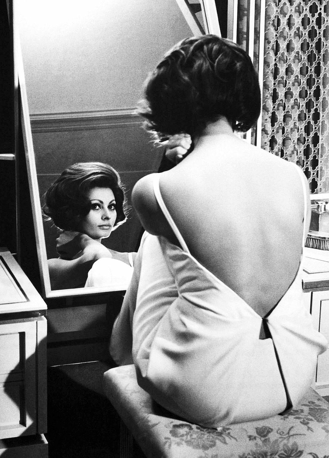 "mariadelacasella:  marlonobrandono:  Sophia Loren for ""A Countess from Hong Kong"" directed by Charles Chaplin, 1965.  Me, this mornig. Yep, I look that good in the moning 😜"