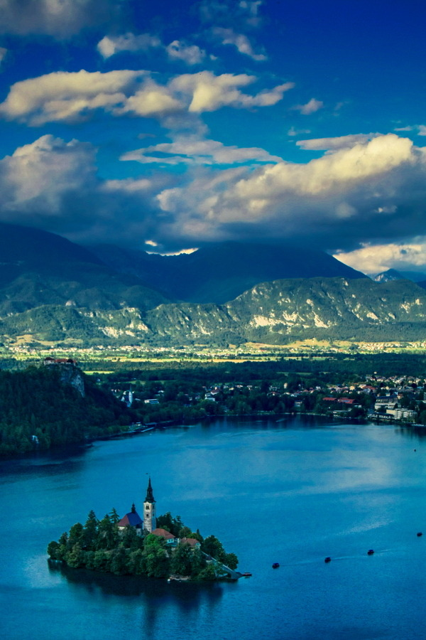 westeastsouthnorth:  Lake Bled, Slovenia