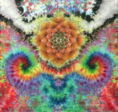moon-kitties:  oliviatheelf:  slumlord301:  Intricate Tie-Dye  ॐMy Hippie Blog!ʚϊɞ   nature~astrology~spiritual